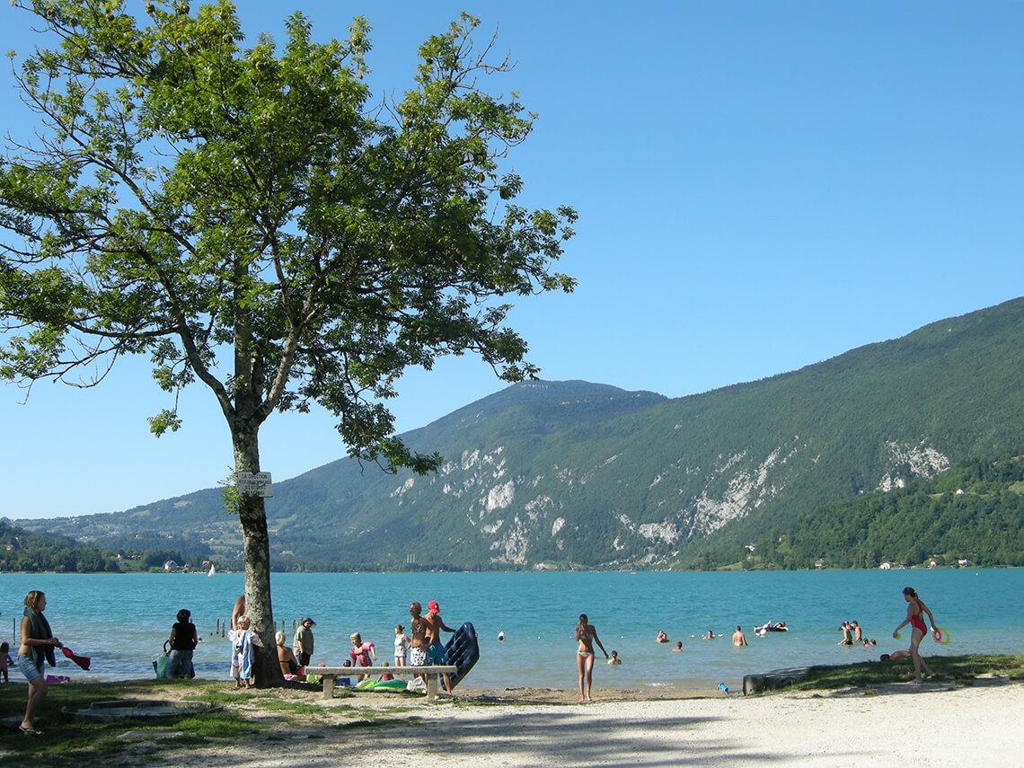 Camping lac d 39 aiguebelette en savoie camping des chavannes for Camping lac du bourget piscine